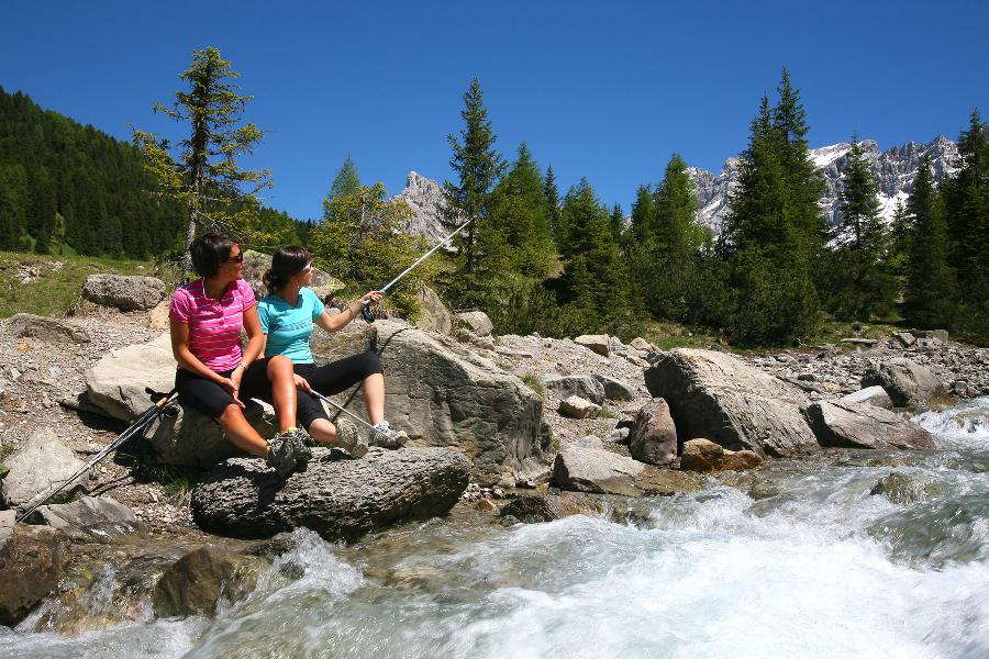Bimbi gratis in montagna d'estate