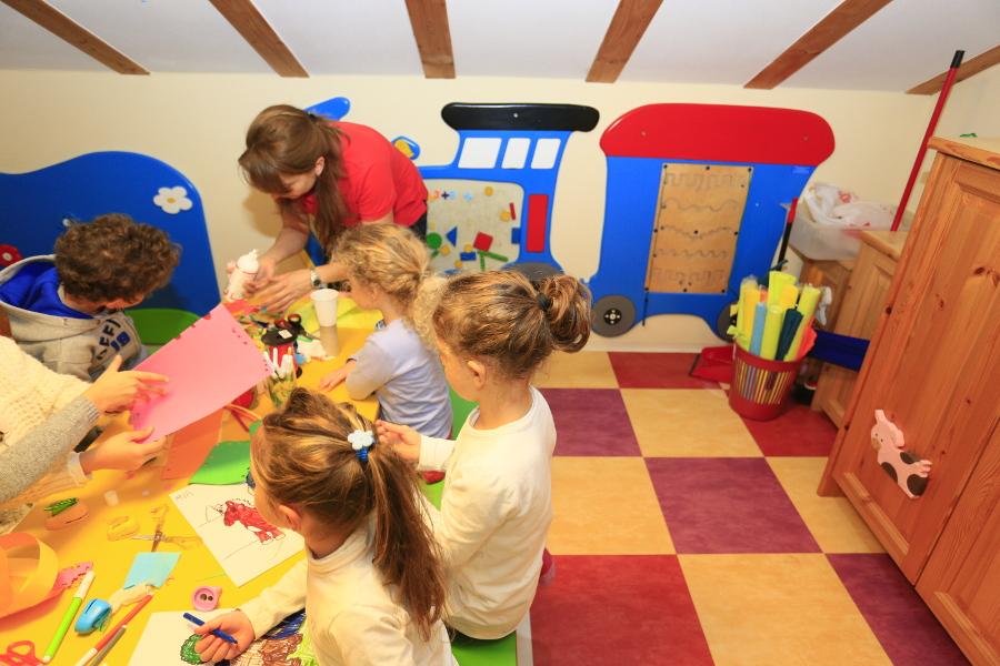 Sala Giochi Per Bambini : Hotel con sala giochi per bambini hotel la grotta