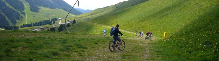 Mountain bike nella ciclabile della Val di Fassa