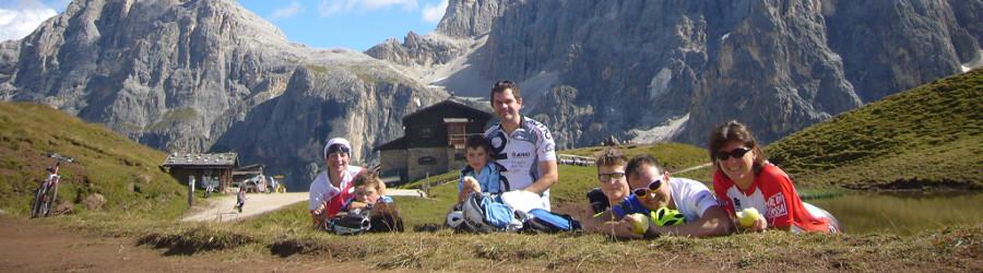 In bicicletta con i bambini tra i percorsi della Val di Fassa