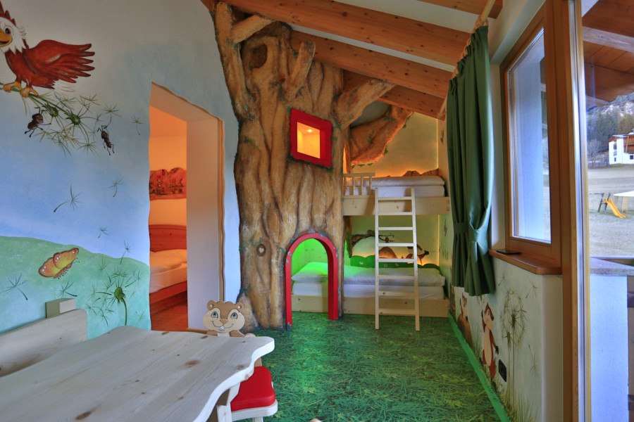 Comfort for kids and parents the other rooms hotel la for Family hotel dolomiti