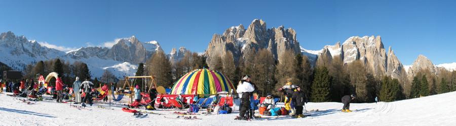 Parco giochi sulla neve per bambini