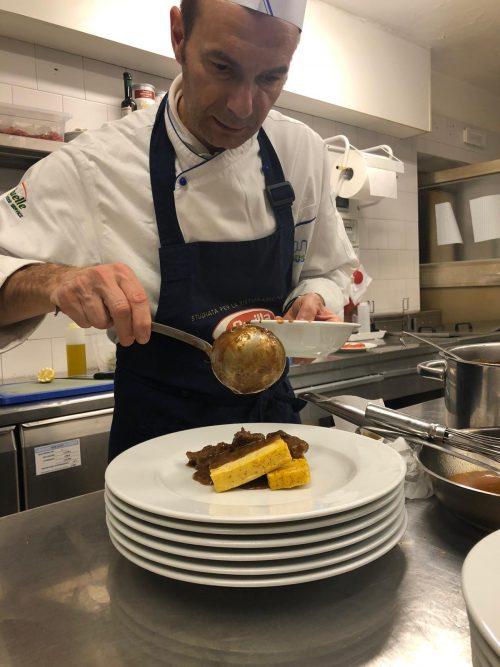come si prepara il gulasch trentino